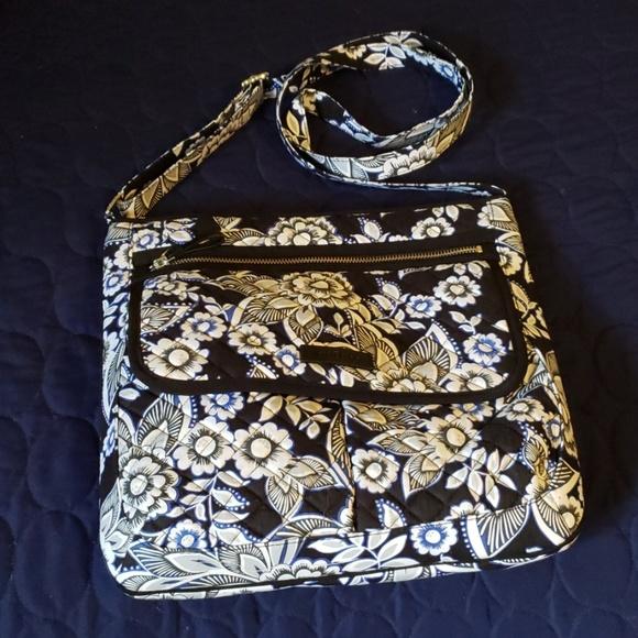Vera Bradley Handbags - Vera Bradley Iconic Mailbag purse